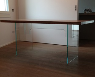 Tavoli e scrivanie in vetro (foto)